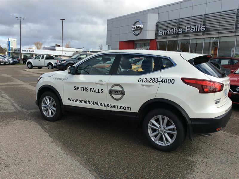 2017 Nissan Qashqai SV (Stk: 17-427) in Smiths Falls - Image 2 of 13