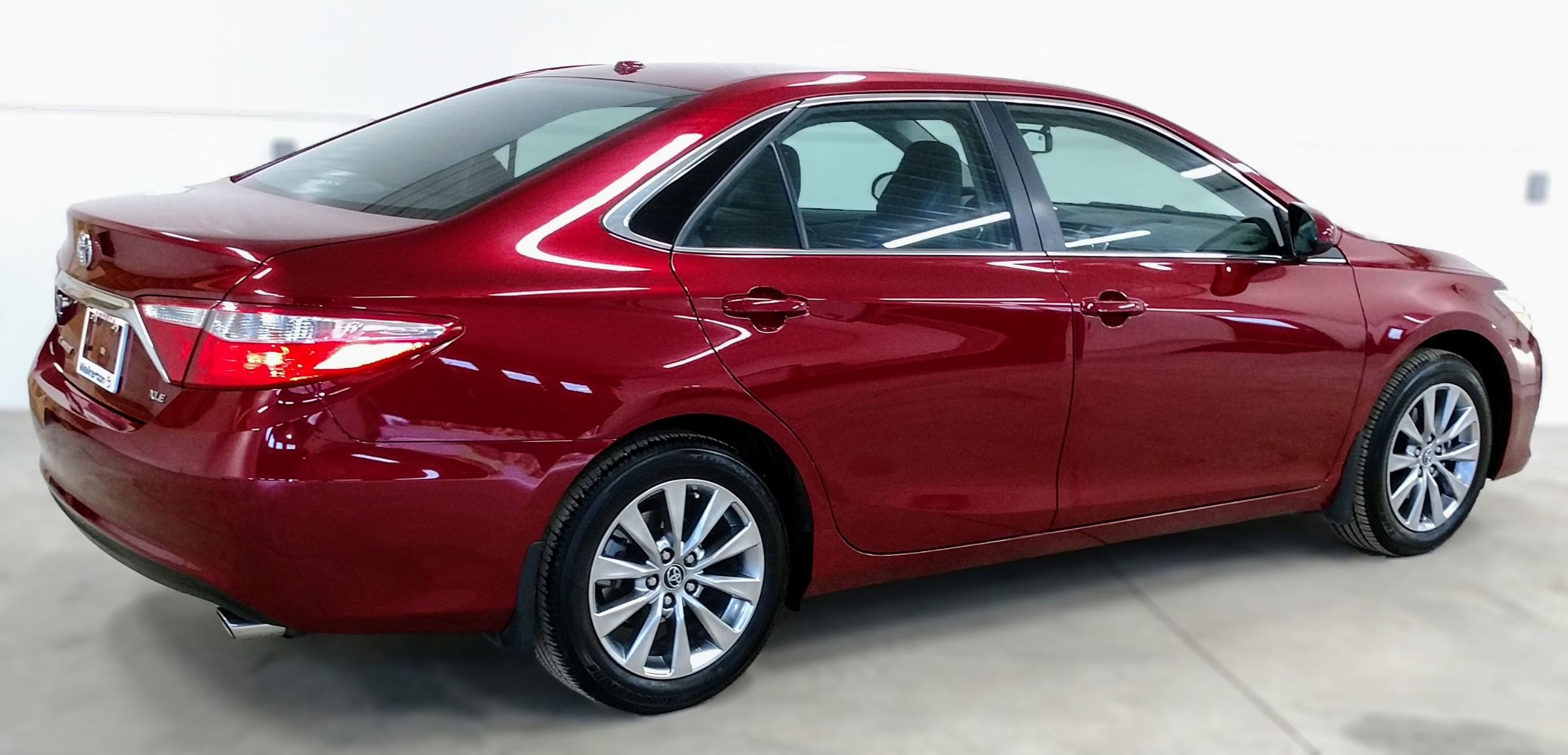 2015 Toyota Camry XLE (Stk: 18114A) in Kincardine - Image 4 of 30