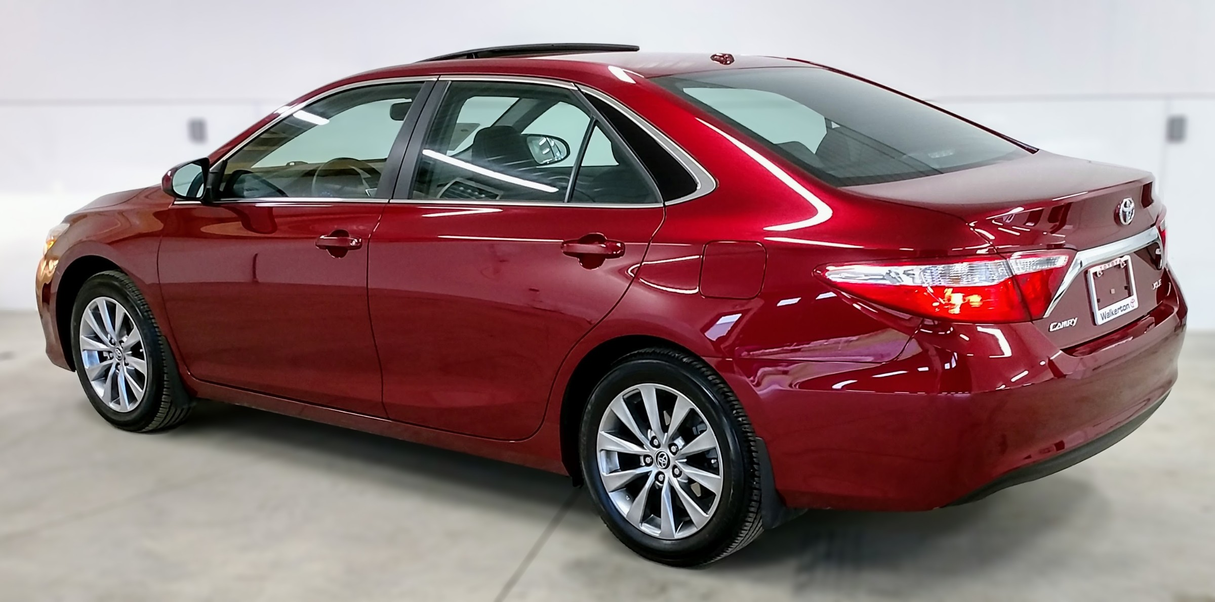 2015 Toyota Camry XLE (Stk: 18114A) in Kincardine - Image 6 of 30