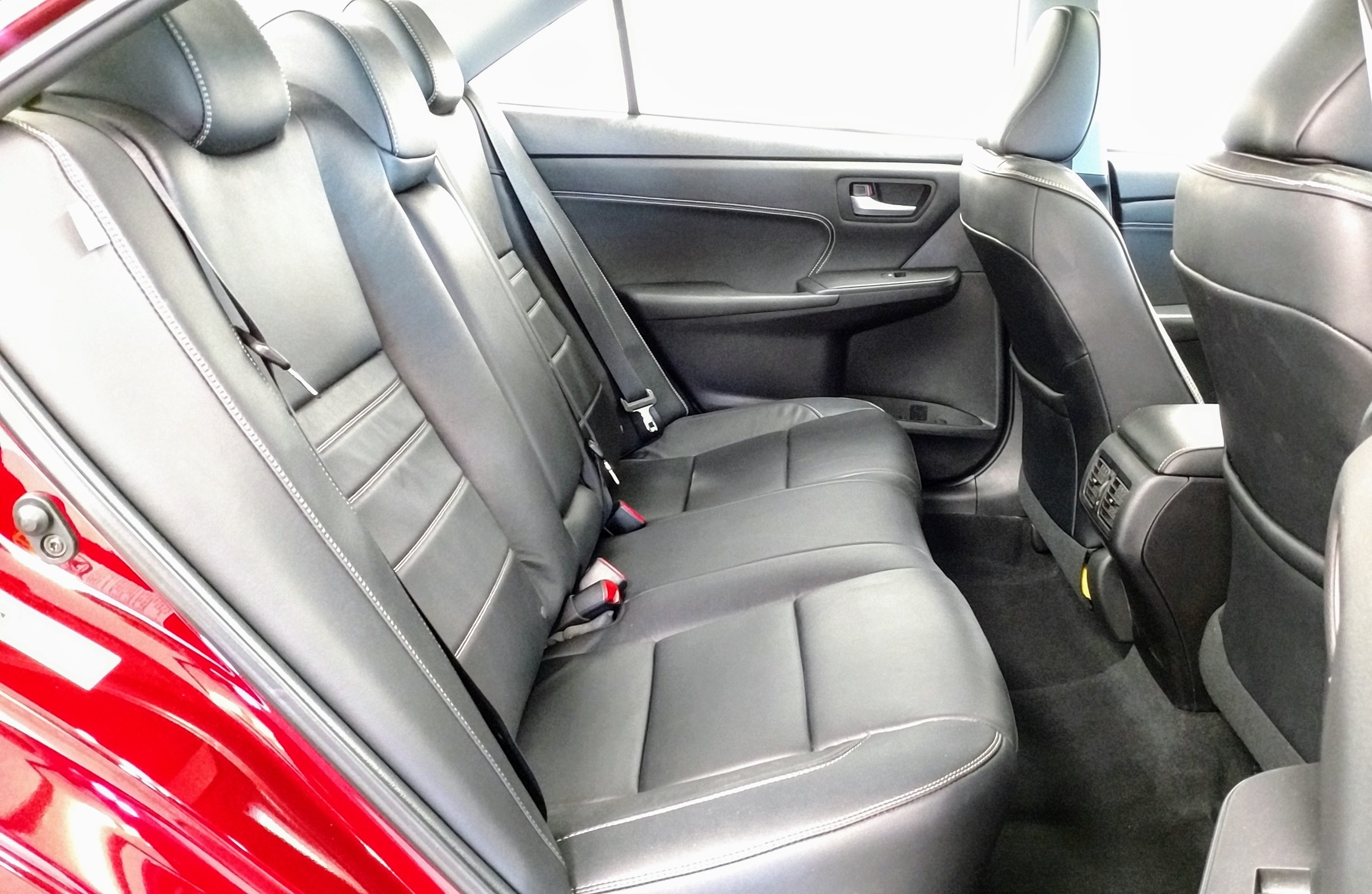 2015 Toyota Camry XLE (Stk: 18114A) in Kincardine - Image 14 of 30