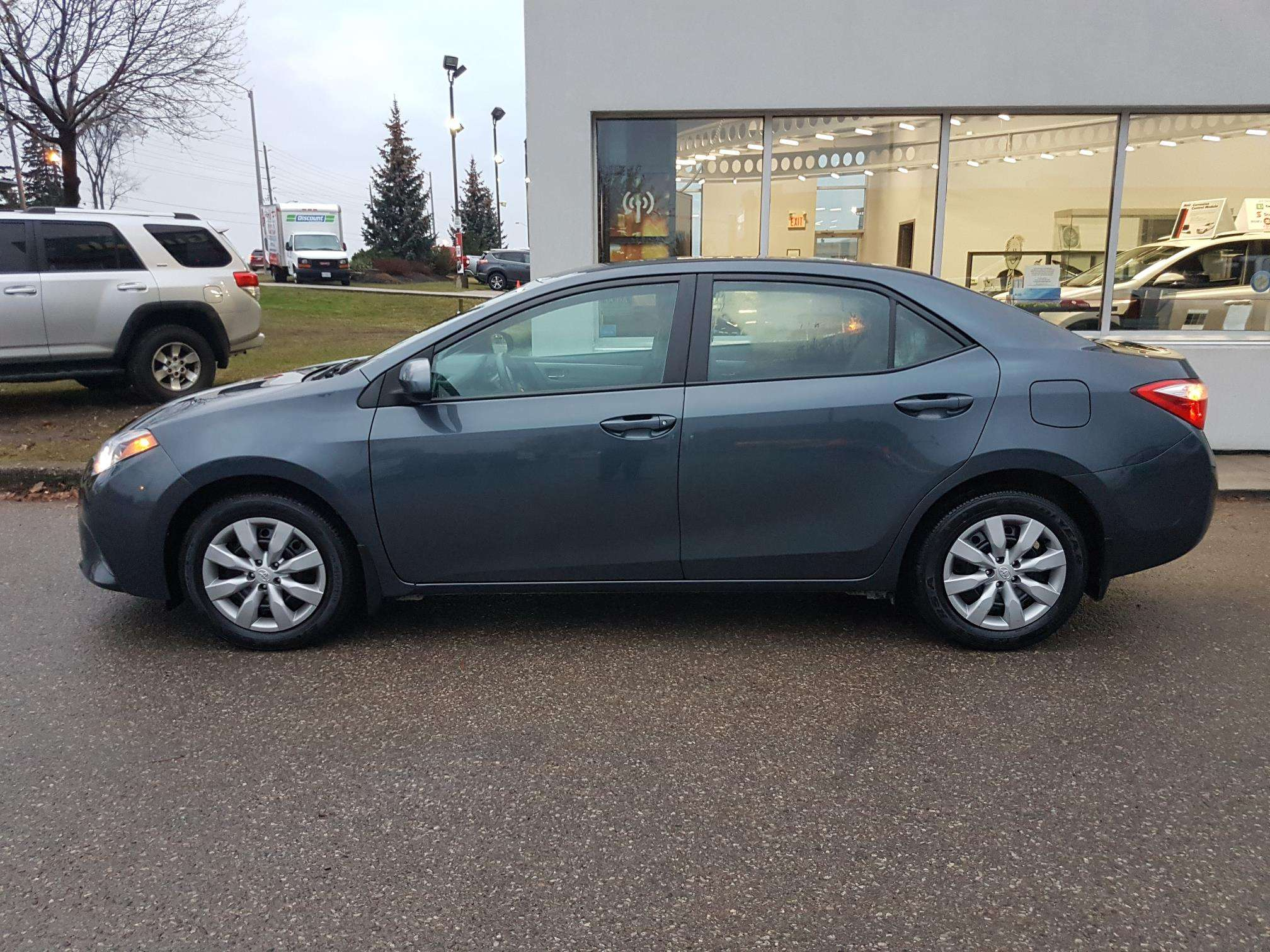 2016 Toyota Corolla LE (Stk: u00621) in Guelph - Image 2 of 27