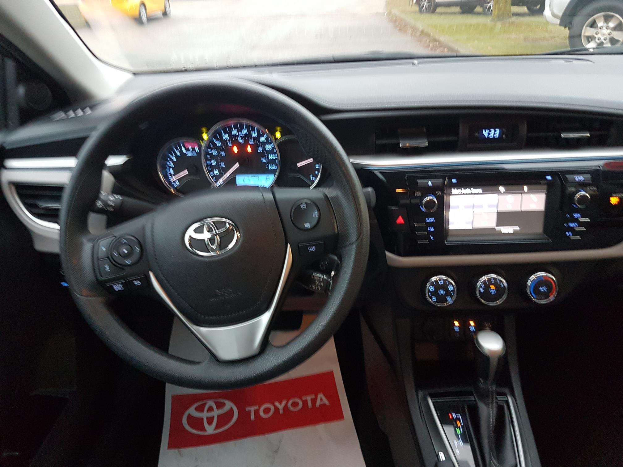 2016 Toyota Corolla LE (Stk: u00621) in Guelph - Image 12 of 27