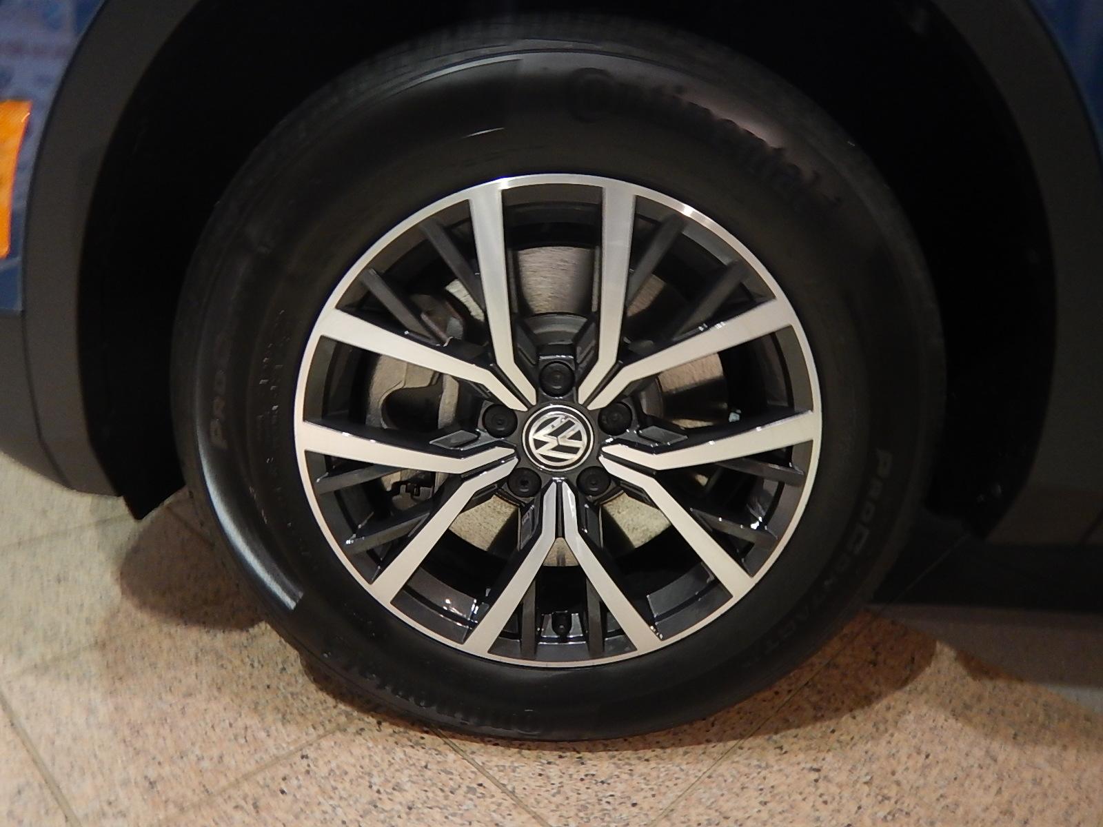 2018 Volkswagen Tiguan Comfortline (Stk: JT088090) in Surrey - Image 21 of 23