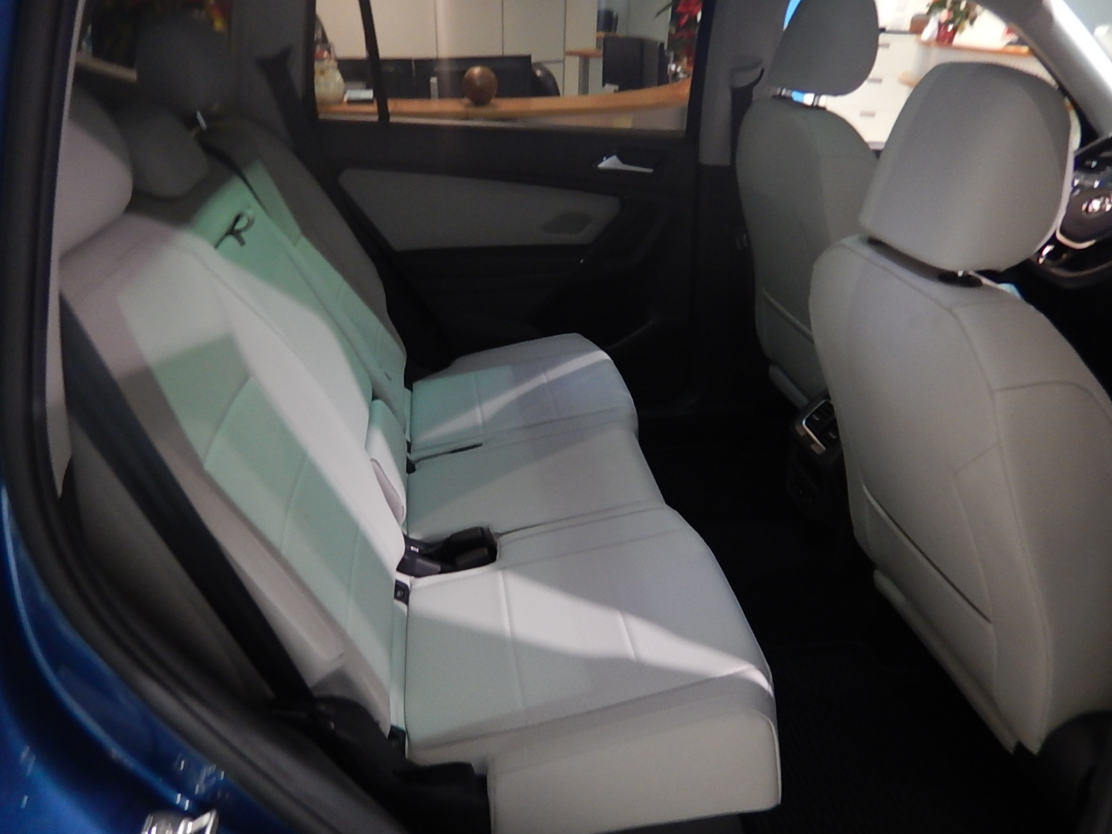 2018 Volkswagen Tiguan Comfortline (Stk: JT088090) in Surrey - Image 16 of 23
