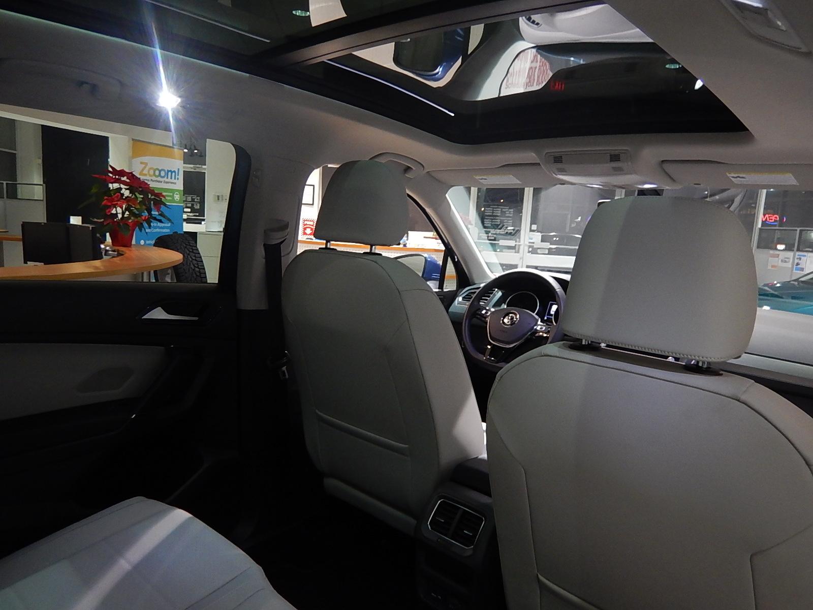 2018 Volkswagen Tiguan Comfortline (Stk: JT088090) in Surrey - Image 17 of 23