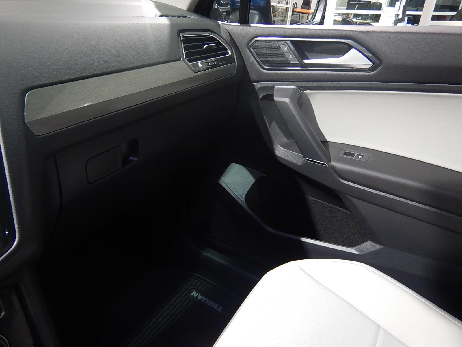 2018 Volkswagen Tiguan Comfortline (Stk: JT088090) in Surrey - Image 13 of 23