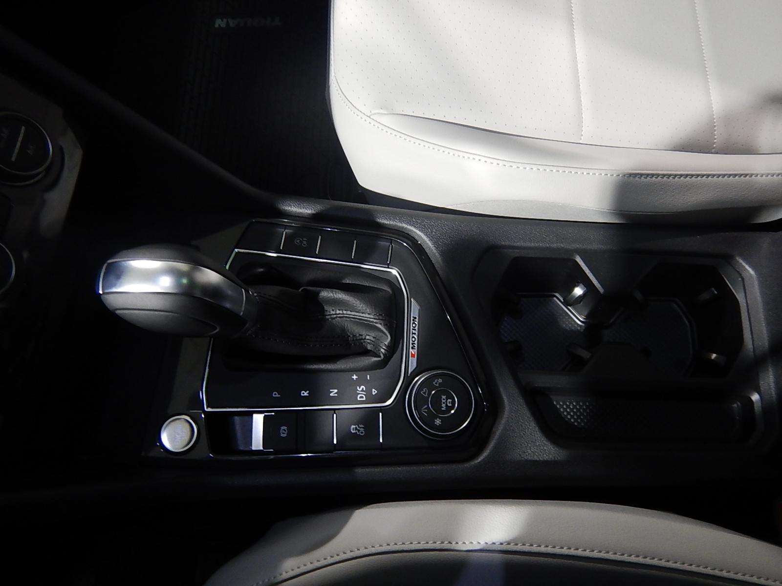 2018 Volkswagen Tiguan Comfortline (Stk: JT088090) in Surrey - Image 12 of 23