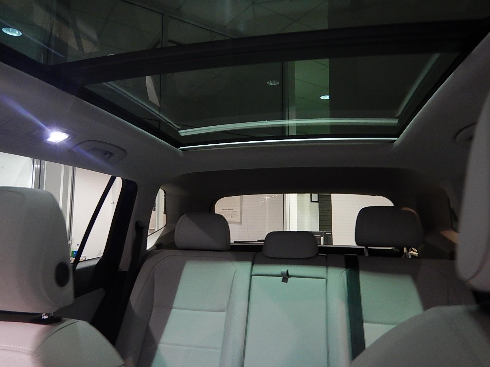 2018 Volkswagen Tiguan Comfortline (Stk: JT088090) in Surrey - Image 20 of 23