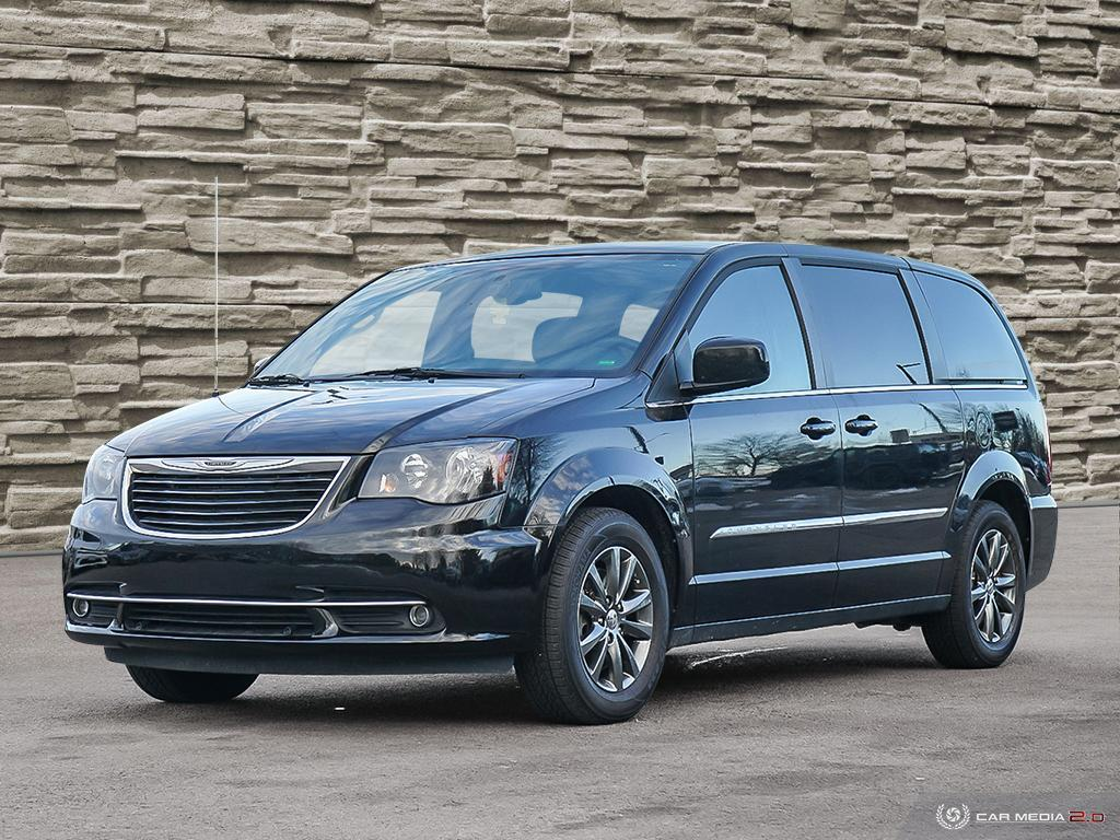 2015 Chrysler Town & Country S - 131,888km