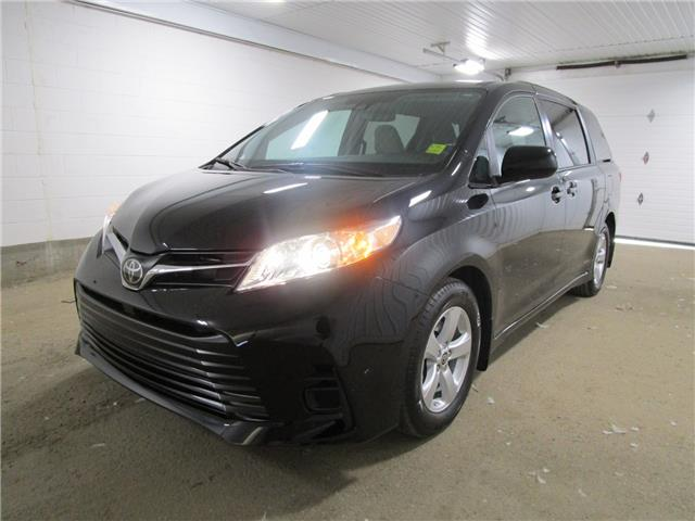 2020 Toyota Sienna LE 8-Passenger (Stk: 203560) in Regina - Image 1 of 25