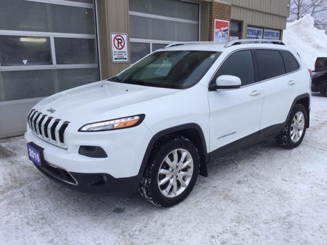 2016 Jeep Cherokee Limited (Stk: U-4032) in Kapuskasing - Image 1 of 8
