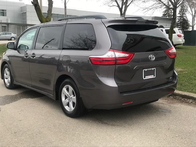 2019 Toyota Sienna LE 8-Passenger (Stk: U01294) in Guelph - Image 3 of 18