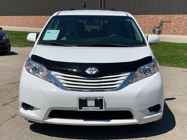2017 Toyota Sienna LE 8 Passenger (Stk: U00975) in Guelph - Image 2 of 25