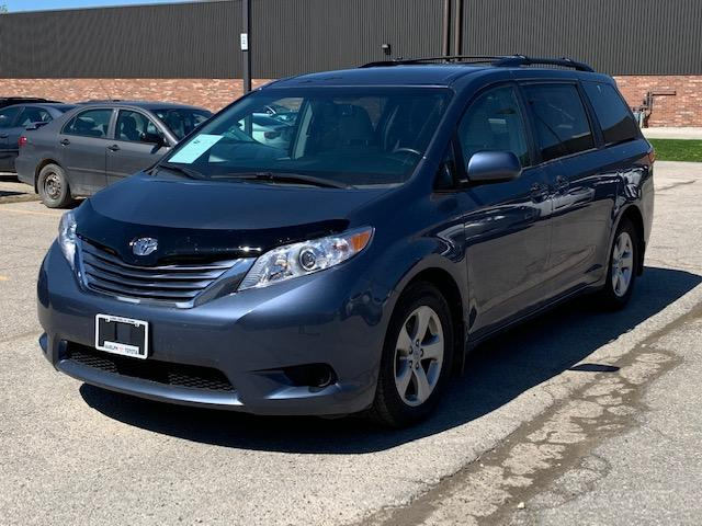 2017 Toyota Sienna LE 8 Passenger (Stk: U01074) in Guelph - Image 1 of 20