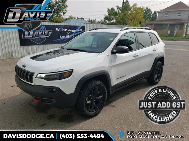 2020 Jeep Cherokee Trailhawk (Stk: 17816) in Fort Macleod - Image 1 of 18
