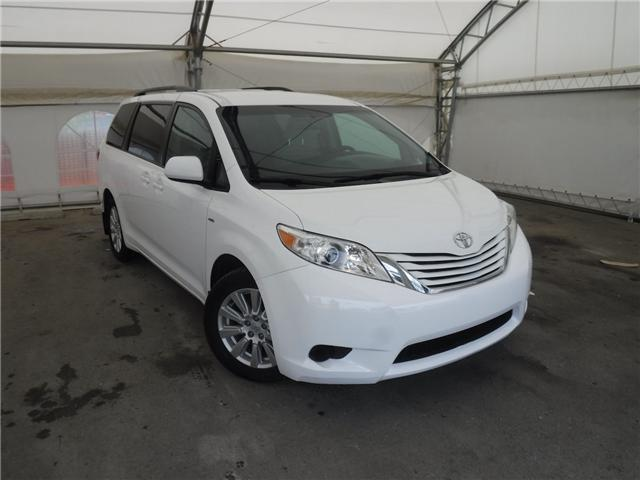 2017 Toyota Sienna LE 7 Passenger (Stk: S3021) in Calgary - Image 1 of 22