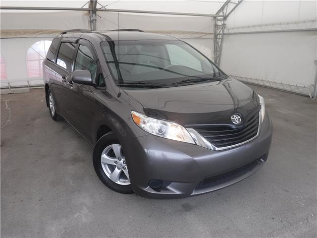 2011 Toyota Sienna LE 8 Passenger (Stk: S3075) in Calgary - Image 1 of 25