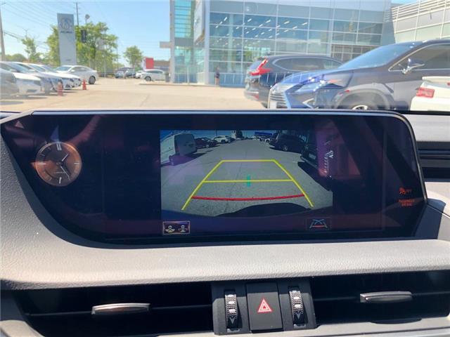 2019 Lexus ES 300h Base (Stk: 39939) in Brampton - Image 16 of 19