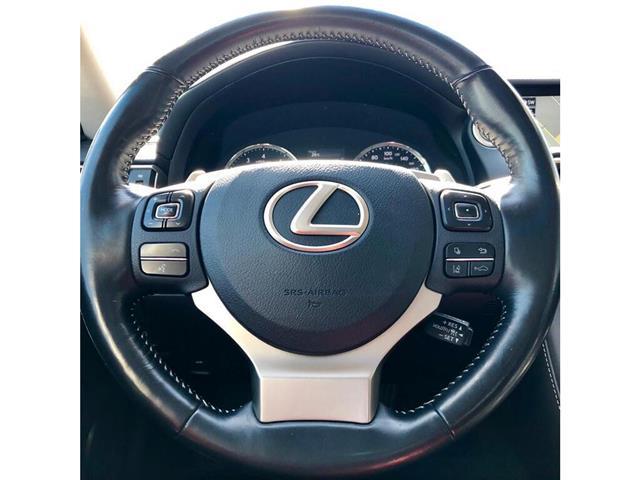 2017 Lexus IS 300 Base (Stk: 021281T) in Brampton - Image 10 of 20