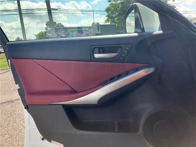 2018 Lexus IS300 SEDAN (Stk: 033751I) in Brampton - Image 12 of 24