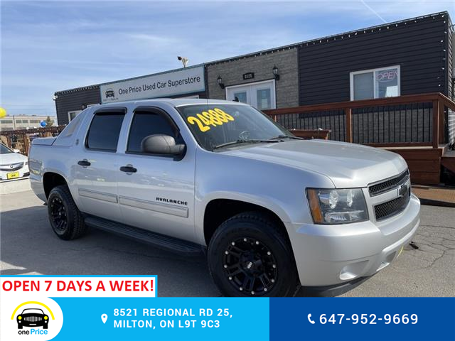 2013 Chevrolet Avalanche LS (Stk: 10942) in Milton - Image 1 of 24