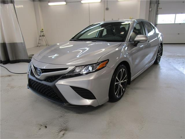 2020 Toyota Camry Hybrid SE (Stk: 208063) in Moose Jaw - Image 1 of 34