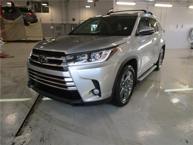 2017 Toyota Highlander Limited (Stk: 2090941) in Moose Jaw - Image 1 of 38