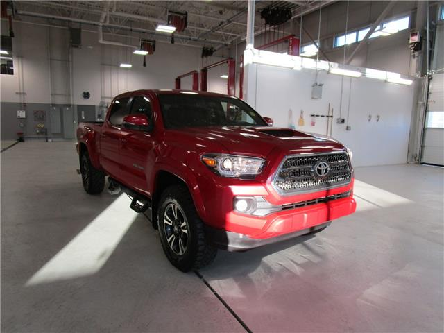 2017 Toyota Tacoma SR5 (Stk: 2092211) in Moose Jaw - Image 1 of 26