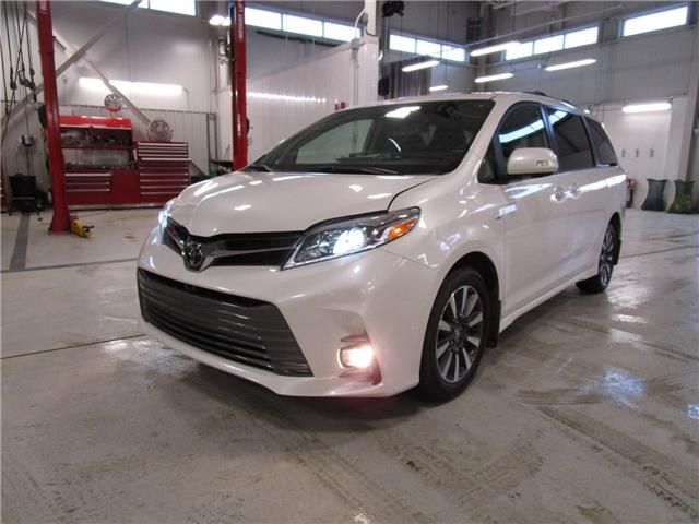 2020 Toyota Sienna XLE 7-Passenger (Stk: 2092051) in Moose Jaw - Image 1 of 33