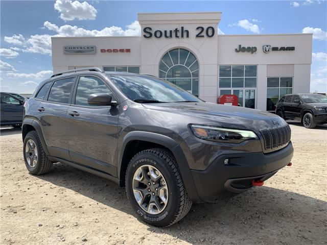 2019 Jeep Cherokee Trailhawk (Stk: 32435) in Humboldt - Image 1 of 31