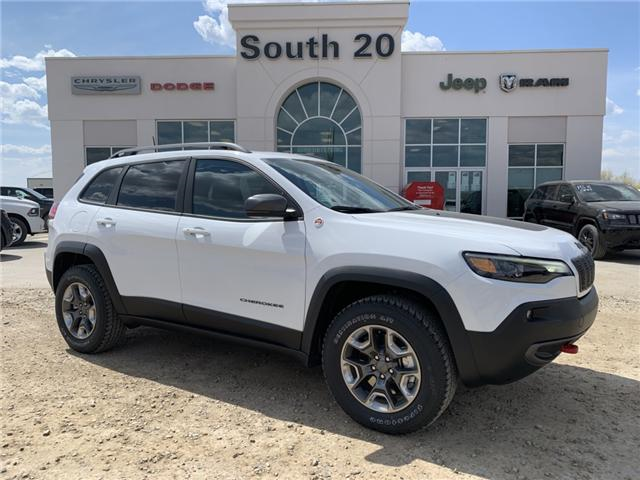 2019 Jeep Cherokee Trailhawk (Stk: 32444) in Humboldt - Image 1 of 31