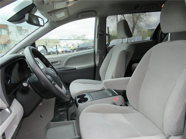 2018 Toyota Sienna LE 8-Passenger (Stk: 16172A) in Toronto - Image 2 of 14
