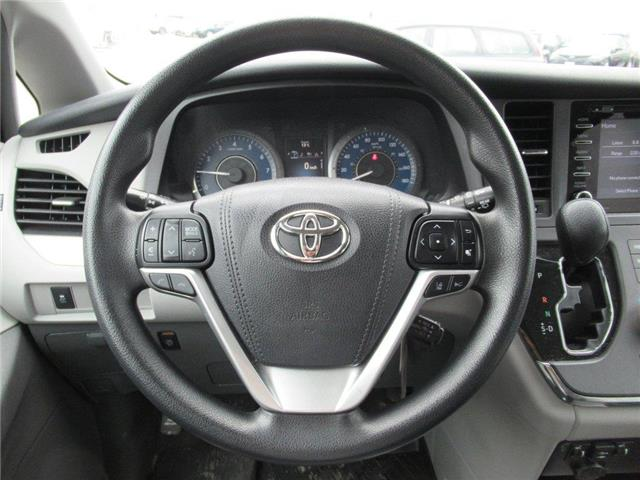 2018 Toyota Sienna LE 8-Passenger (Stk: 16172A) in Toronto - Image 5 of 14