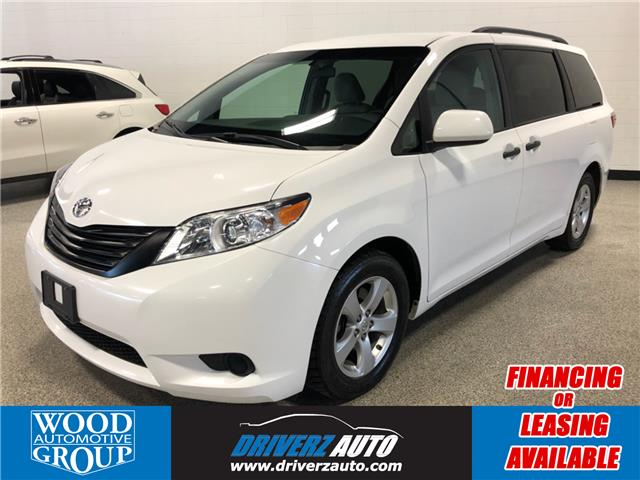 2017 Toyota Sienna LE 7 Passenger (Stk: P12147) in Calgary - Image 1 of 15