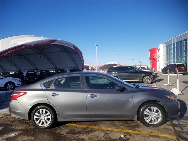 2017 Nissan Altima 2.5 (Stk: U194404) in Calgary - Image 2 of 23