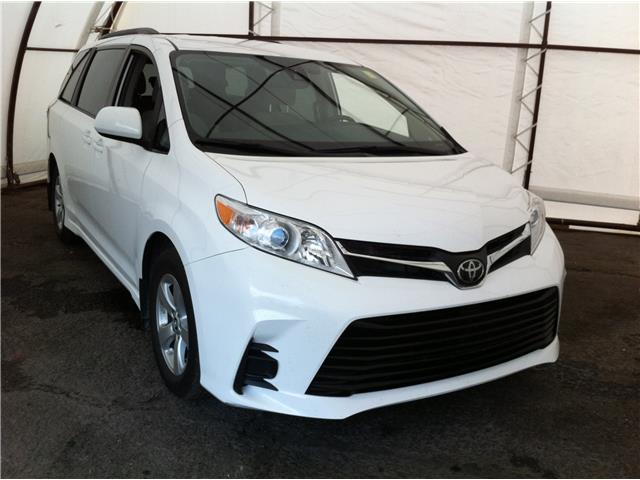 2019 Toyota Sienna LE 8-Passenger (Stk: R8492A) in Ottawa - Image 1 of 17