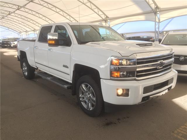 2019 Chevrolet Silverado 2500HD High Country 1GC1KUEY8KF260697 174525 in AIRDRIE