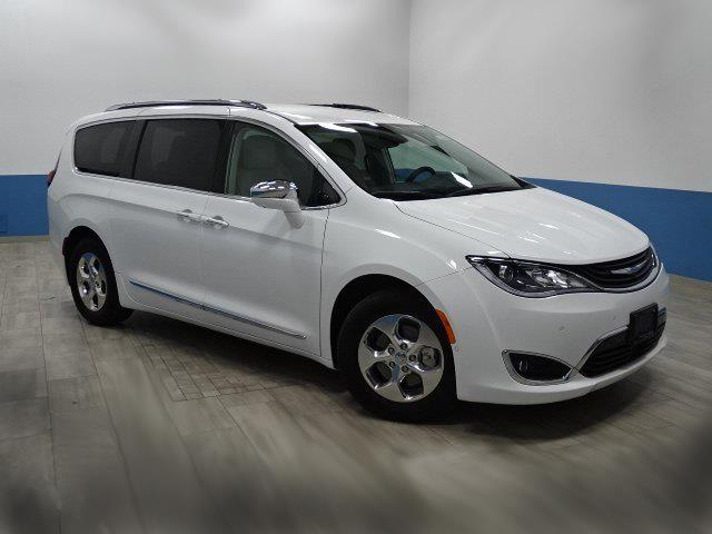2018 Chrysler Pacifica Hybrid Limited (Stk: 18PacHyb) in Ottawa - Image 1 of 12
