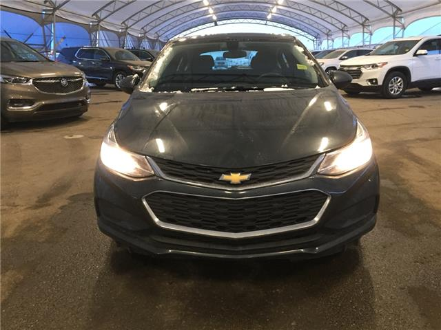 2017 Chevrolet Cruze Hatch LT Auto (Stk: 179583) in AIRDRIE - Image 2 of 41