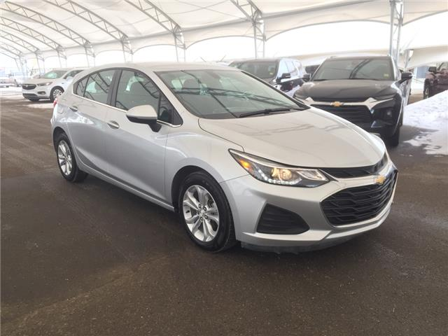 2019 Chevrolet Cruze LT (Stk: 181342) in AIRDRIE - Image 1 of 37