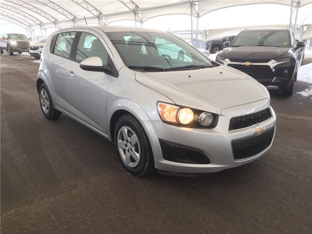2015 Chevrolet Sonic LS Auto (Stk: 181203) in AIRDRIE - Image 1 of 25