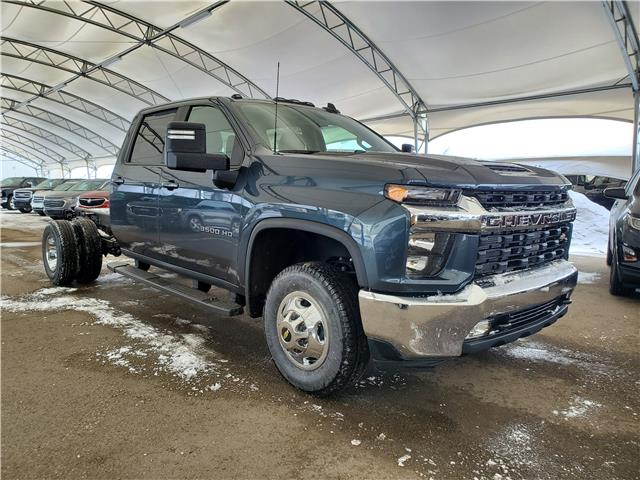 2020 Chevrolet Silverado 3500HD Chassis LT (Stk: 182681) in AIRDRIE - Image 1 of 25
