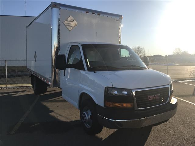 2016 GMC Savana Cutaway 3500 1WT (Stk: 207321) in Lethbridge - Image 1 of 23