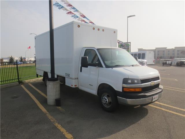 2013 Chevrolet Express Cutaway 4500 Series (Stk: 220854) in Lethbridge - Image 1 of 7