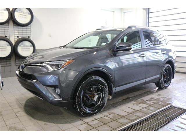 2017 Toyota RAV4 Hybrid Limited (Stk: 200113B) in Calgary - Image 2 of 16