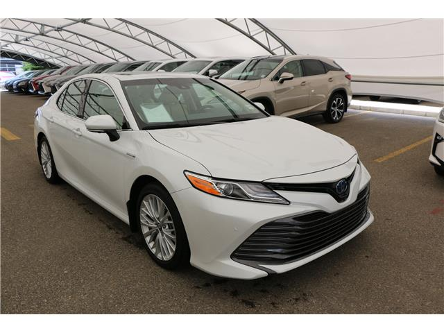 2018 Toyota Camry Hybrid XLE (Stk: 200582A) in Calgary - Image 1 of 20