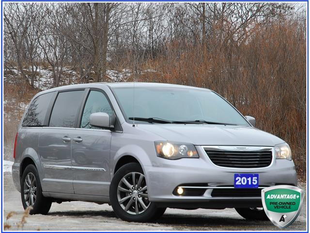 2015 Chrysler Town & Country S (Stk: 59620AJ) in Kitchener - Image 1 of 17