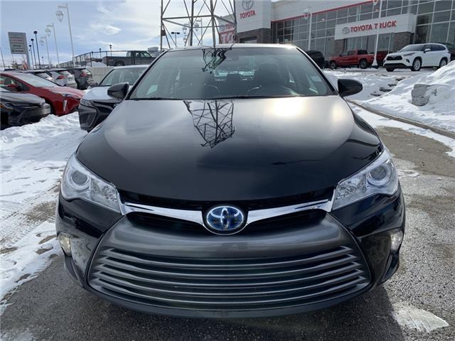 2017 Toyota Camry Hybrid XLE (Stk: 200143A) in Cochrane - Image 2 of 23
