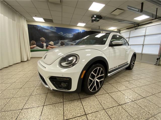 2019 Volkswagen Beetle 2.0 TSI Dune (Stk: 200043A) in Cochrane - Image 1 of 20