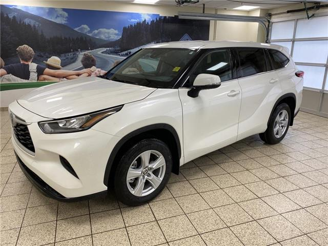 2020 Toyota Highlander LE (Stk: 200314) in Cochrane - Image 1 of 23